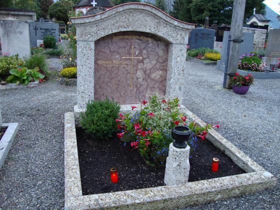 Grabstein aus Brannenburger Nagelfluh